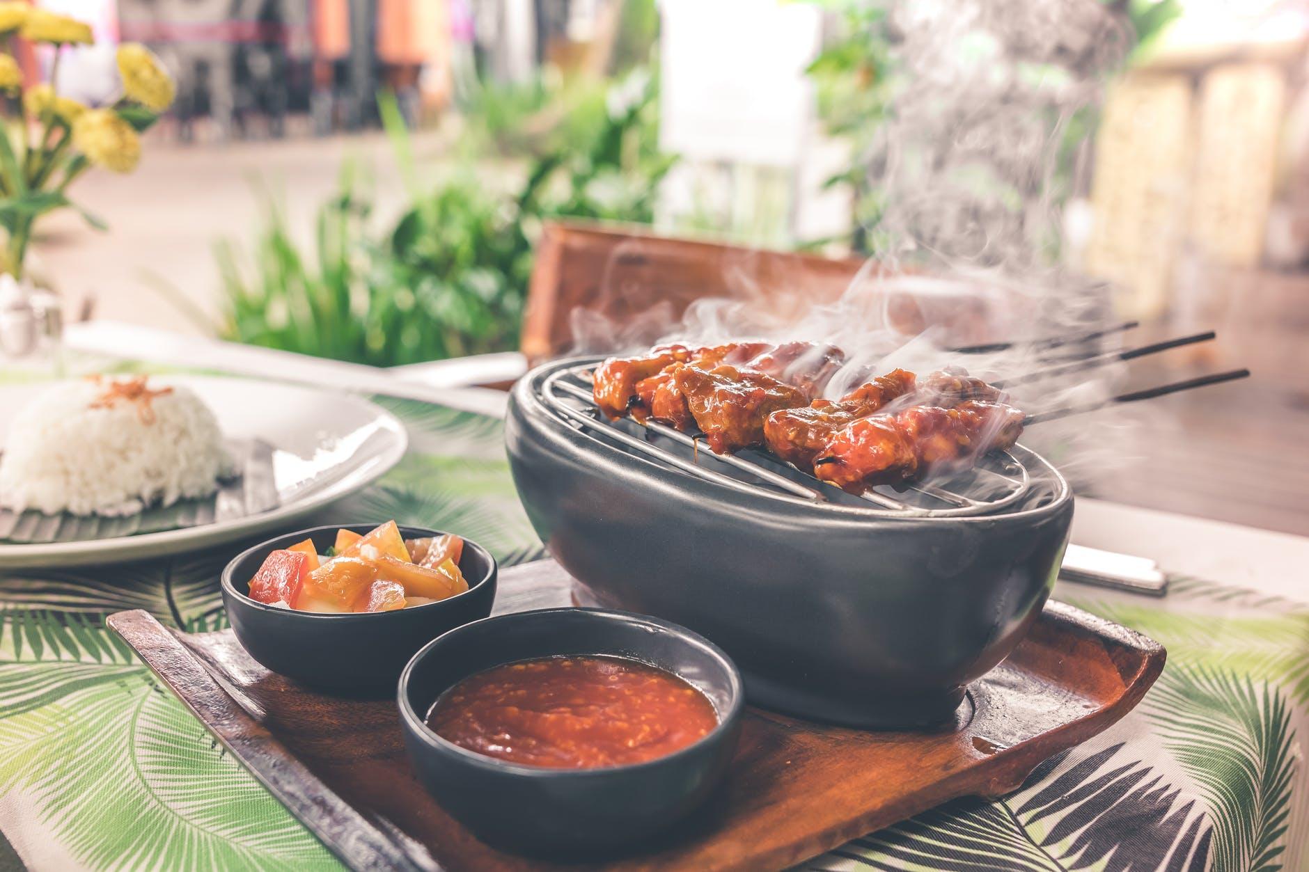 Dingen om te onthouden bij het kiezen van BBQ-cateringdiensten